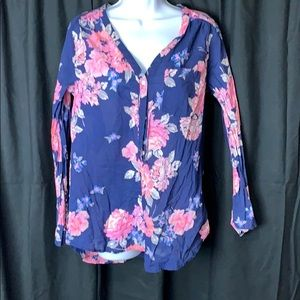 Old navy blouse with flowers